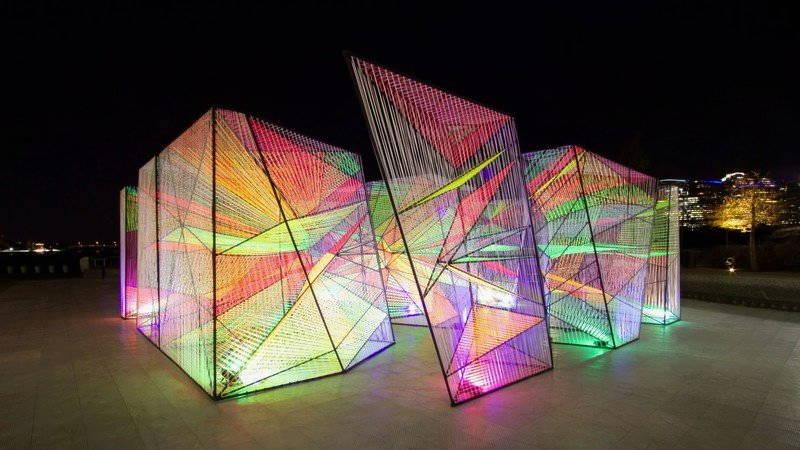 installazione artistica di prismatic modern art