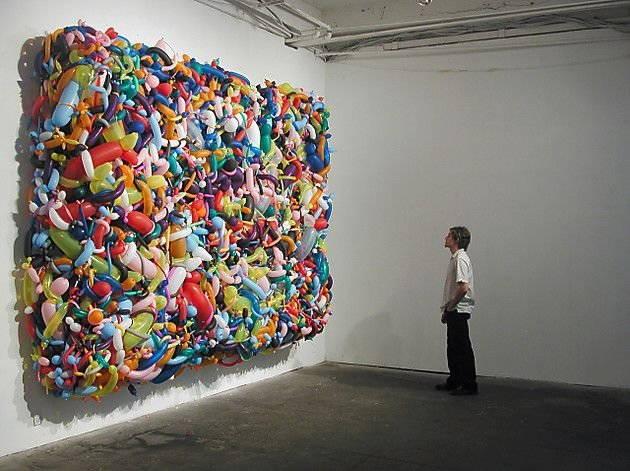 installazione artistica di dan steinhilbers unique perspectives