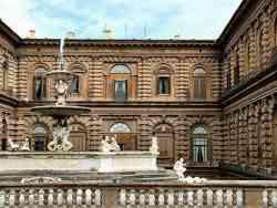 Firenze -Palazzo Pitti - Cortile interno