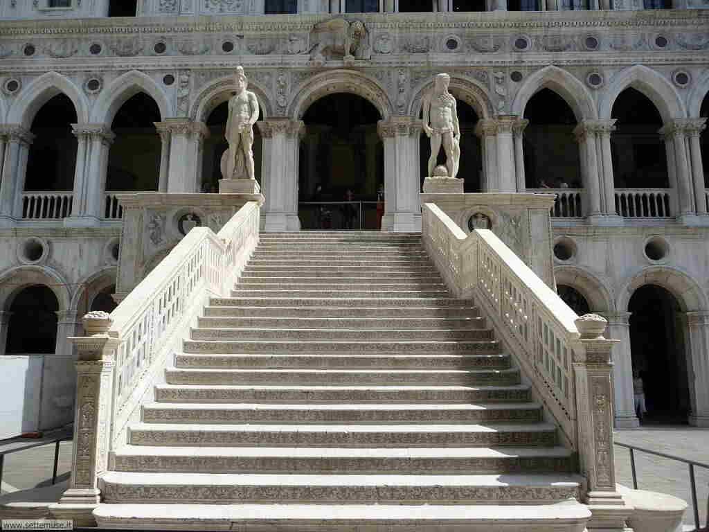 foto_musei/palazzo_ducale_scala_003_giganti