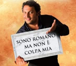 Enrico Brignano nello spettacolo teatrale Sono romano ma non è colpa mia