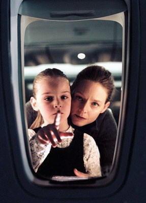 """Jodie Foster e Marlene Lawston, in una scena di """"Flightplan - Mistero in volo"""""""