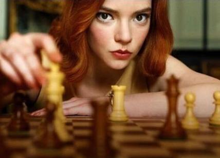 i migliori film e serie TV: La regina degli scacchi mentre gioca