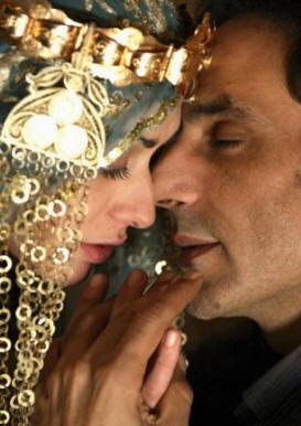 """Ahmed Hafiene e Valentina Lodovini nel film """"La giusta distanza"""""""