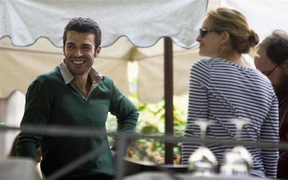 "Luca Argentero con Julia Roberts in ""Mangia Prega Ama"""