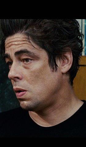 Benicio Del Toro nel film Noi due sconosciuti
