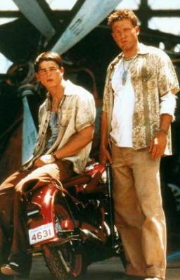 Ben Affleck, Josh Hartnett in Pearl Harbor