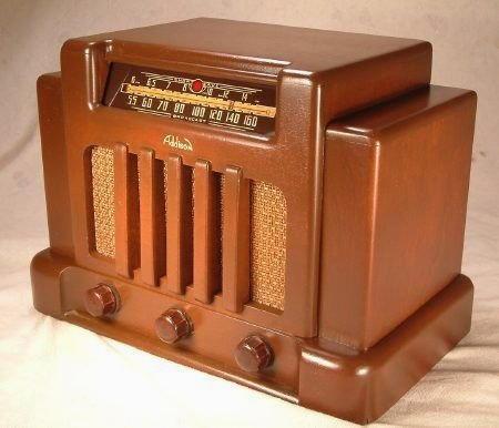 vecchia radio a valvole