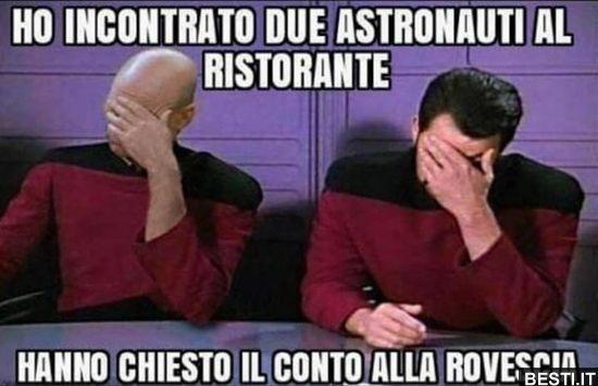 astronauti in ristorante