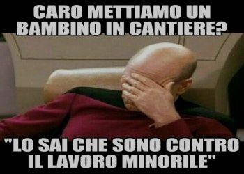 bambino in cantiere