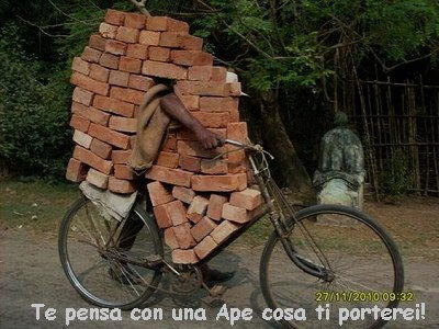 Bicicletta carica di mattoni