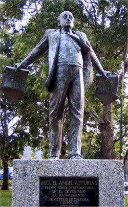 Statua dedicata a Miguel Angel Asturias