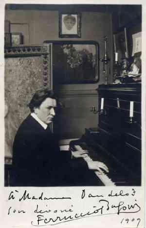 Ferruccio Busoni al pianoforte