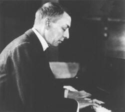 Sergei Rachmaninov foto al pianoforte