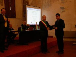 L'artista Giuseppe Bergomi premiato a Pietrasanta (Lu)