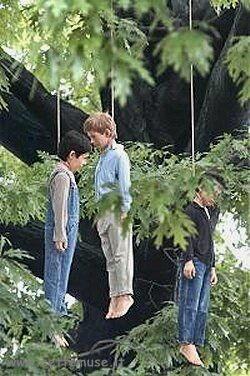 Bambini impiccati di Maurizio Cattelan