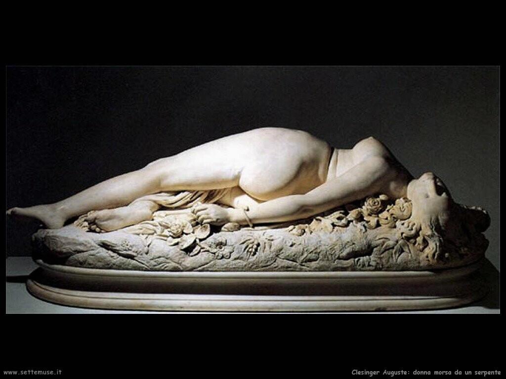 Una donna morsa da un serpente