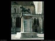 non_identificati_Monumento con leone
