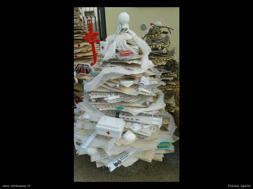 spelta fabiola e artistici alberi di Natale