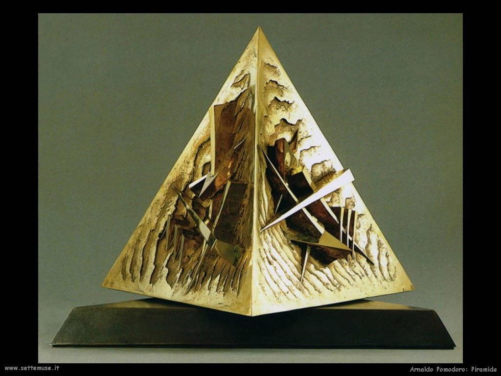 Arnaldo Pomodoro_piramide
