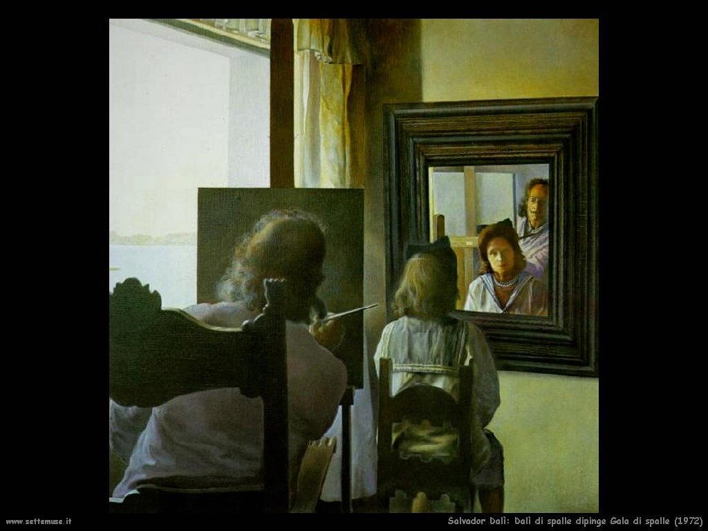 Salvador Dalì_dalì_di_spalle_dipinge_gala_di_spalle