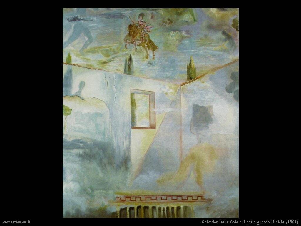 Salvador Dalì_gala_sul_patio_guarda_il_cielo