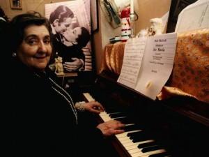 Alda Merini al pianoforte
