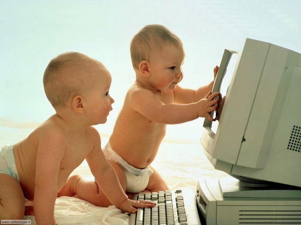 foto bambini e neonati per sfondi 020.jpg bambini al computer