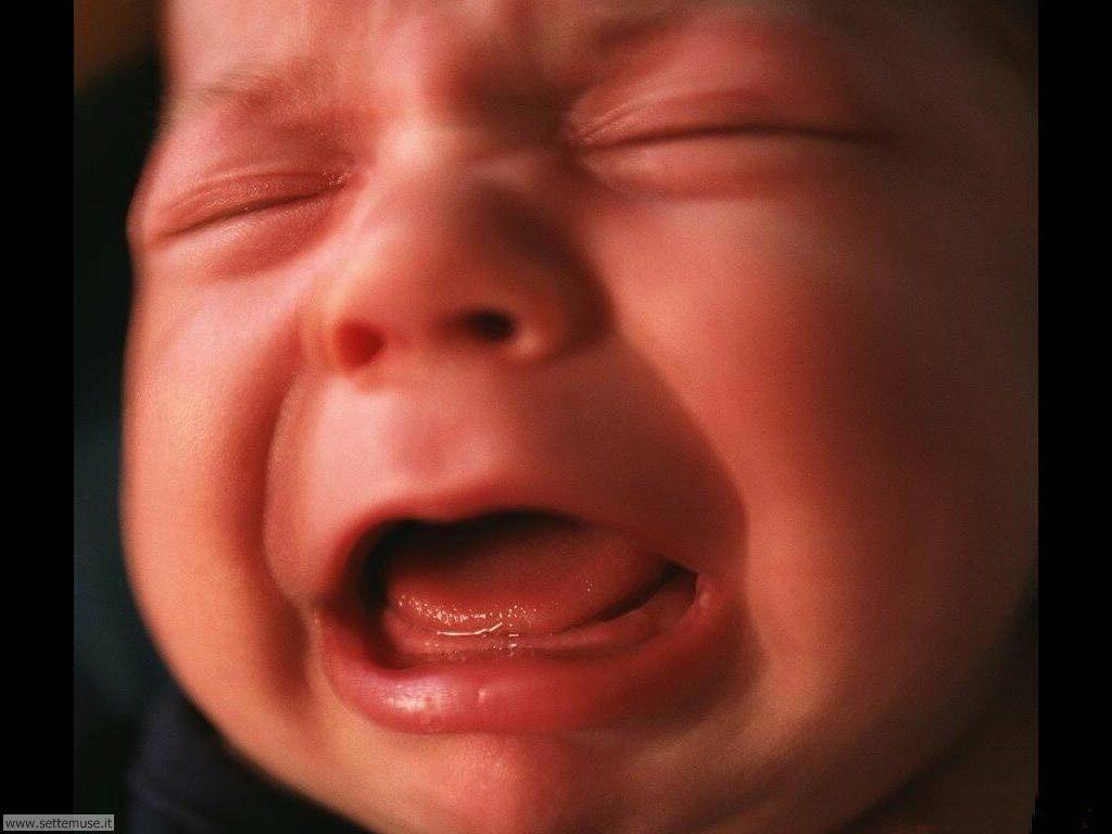 foto bambini e neonati per sfondi 023.jpg foto neonato che piange