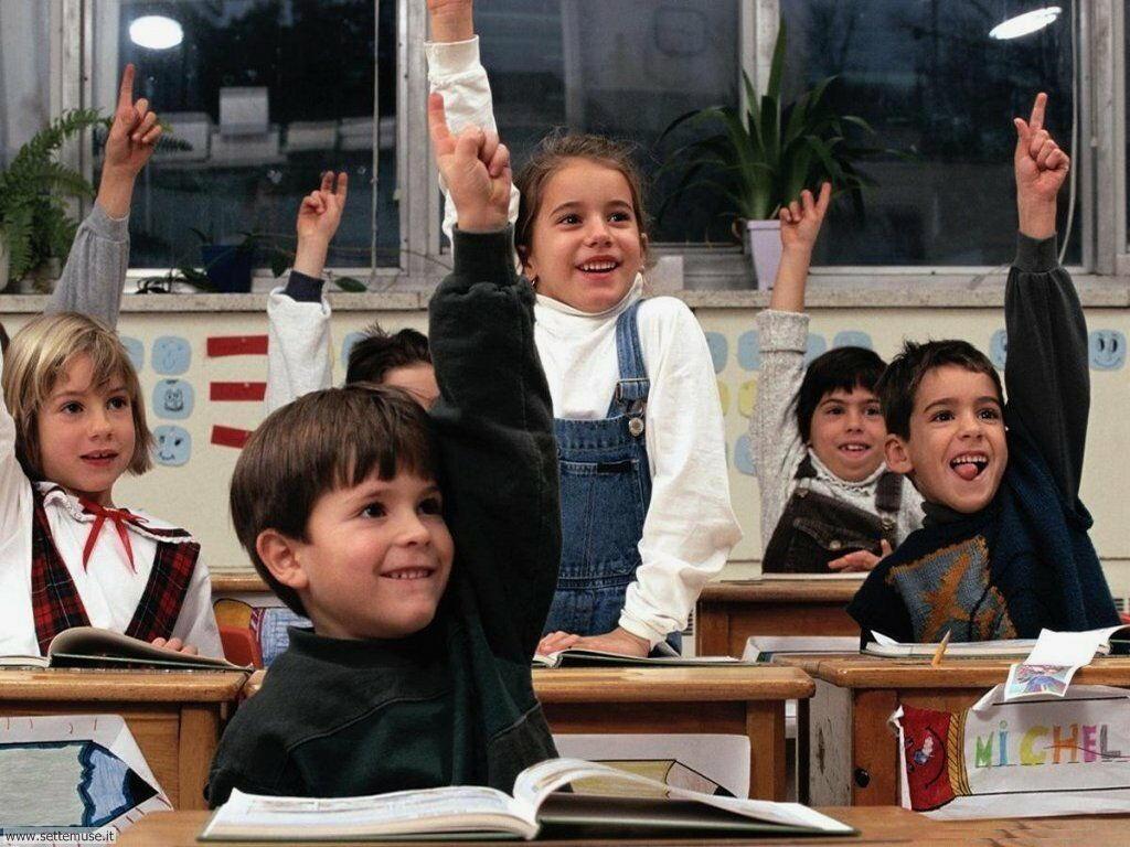 foto bambini e neonati per sfondi 025.jpg ragazzini a scuola