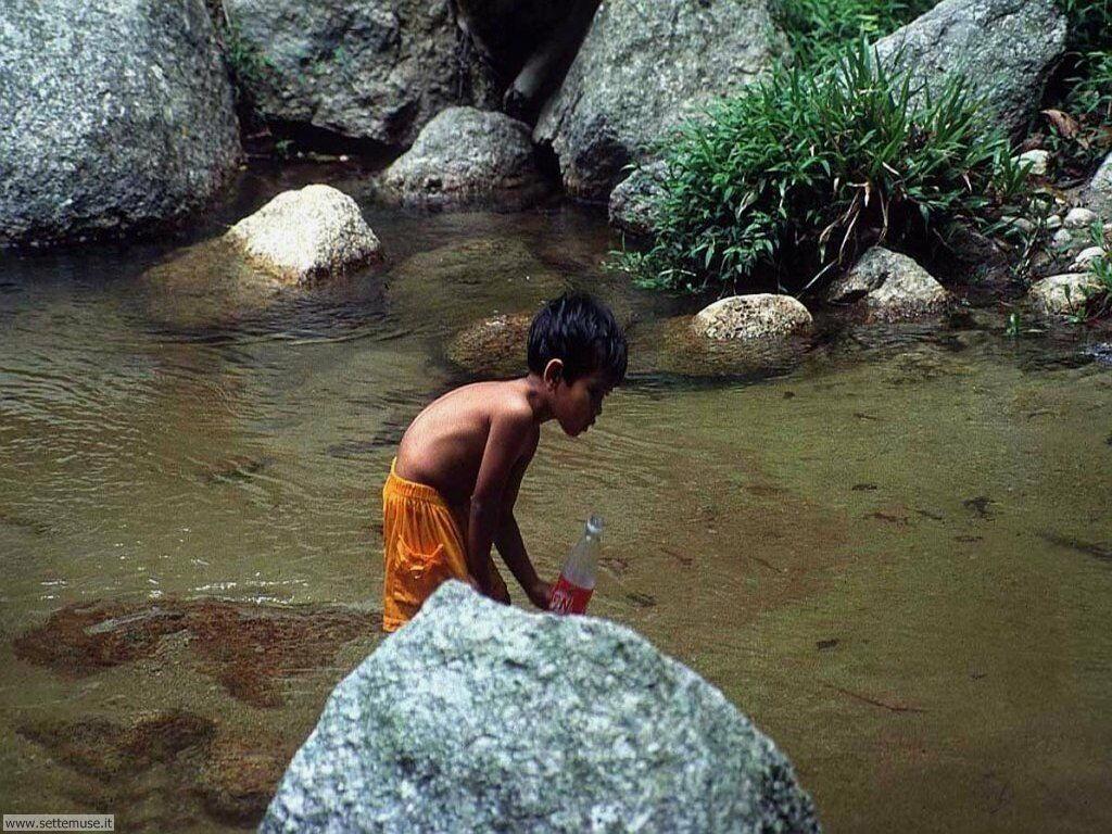 foto bambini e neonati per sfondi 034.jpg bambino sul fiume
