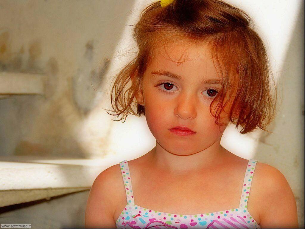 foto bambini e neonati per sfondi 050.jpg bambina triste