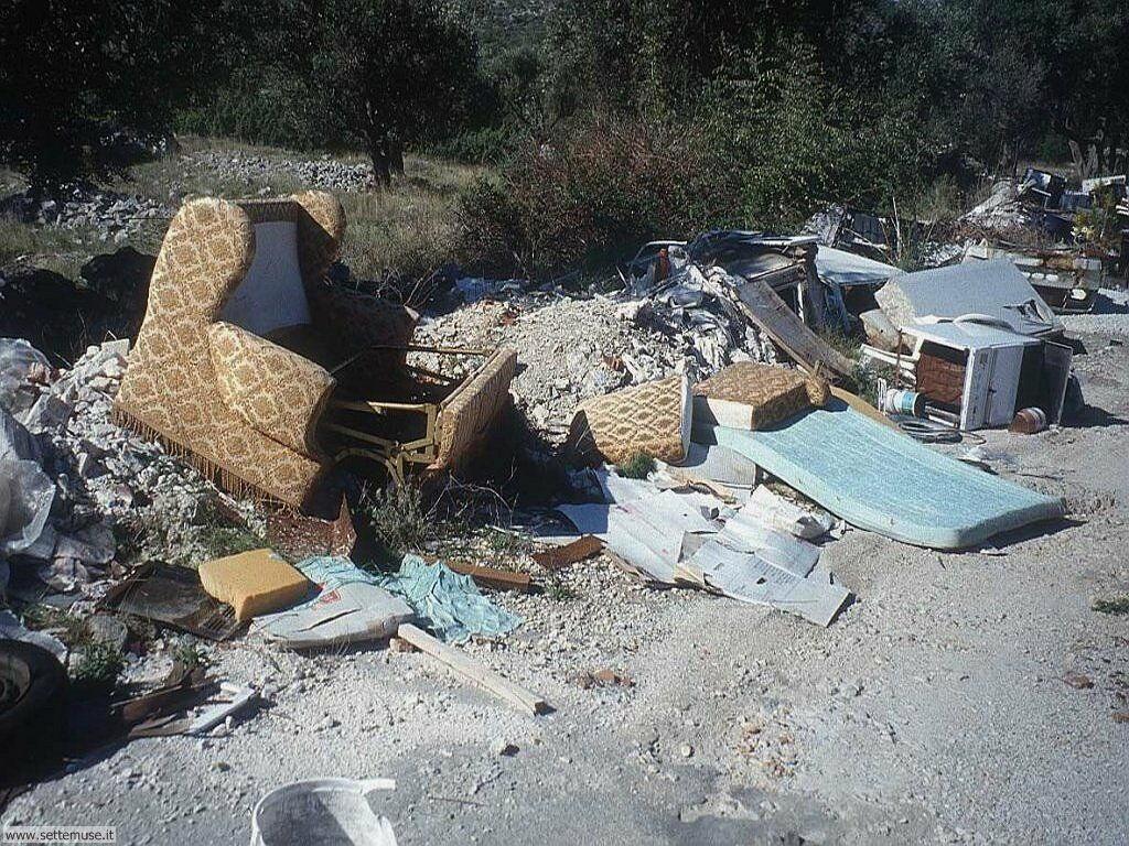 Sfondi desktop di rottami, trash, discariche 006