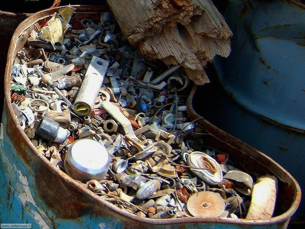 Sfondi desktop di rottami, trash, discariche 067