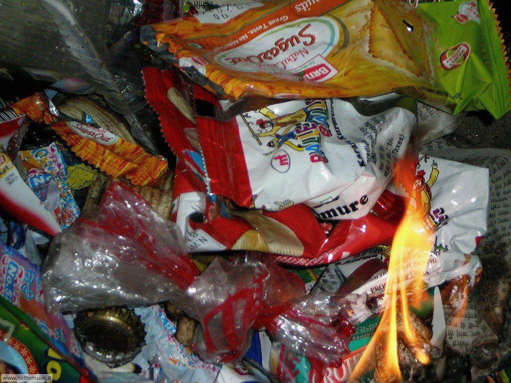 Sfondi desktop di rottami, trash, discariche 096
