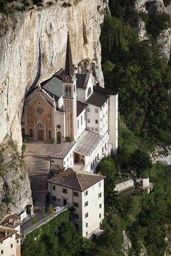 basilica santuario madonna della corona ferrara di montebaldo verona