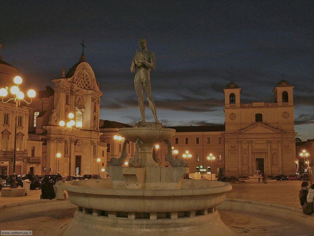 Piazza Duomo (prima del terremoto 2009)