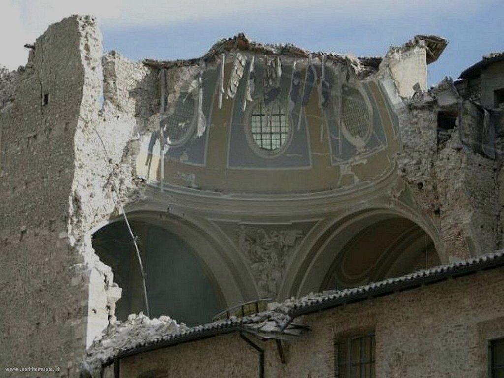 Foto del terremoto nella città dell'Aquila nel 2009