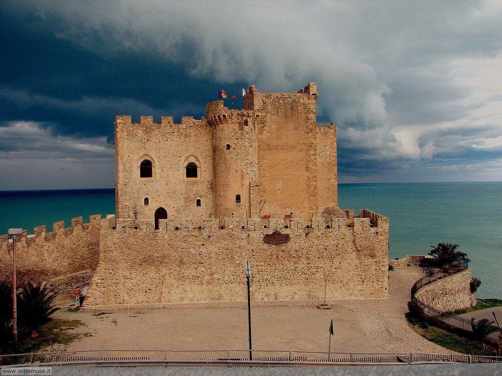 Castello Federico II Roseto Capo Spulico Cosenza Calabria