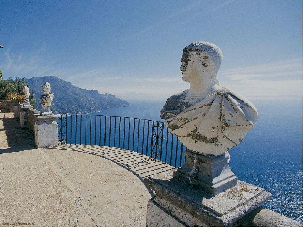 Amalfi panoramica con statua