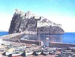 Ischia - Porto e Ponte che collega l'isola con lo scoglio del Castello