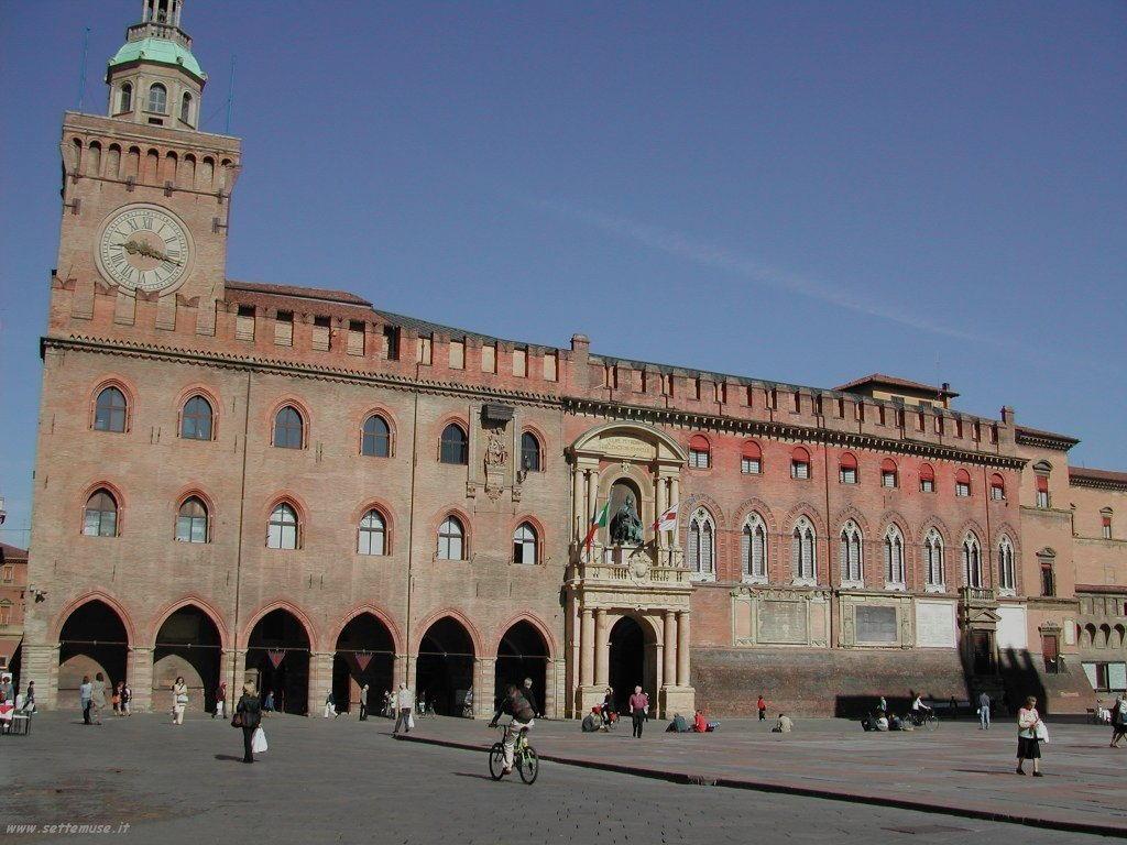 Palazzo dei poteri a bologna