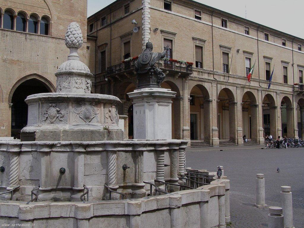 Rimini - Piazza tre Martiri 5