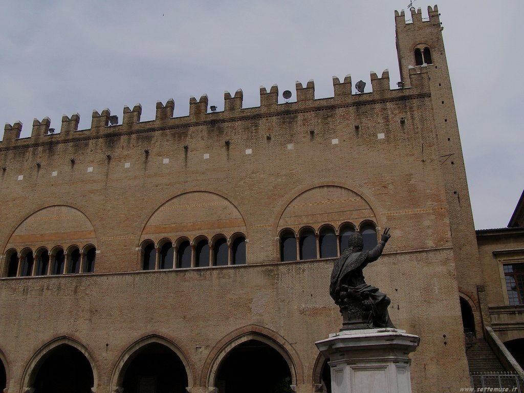 Rimini - Piazza tre Martiri 6