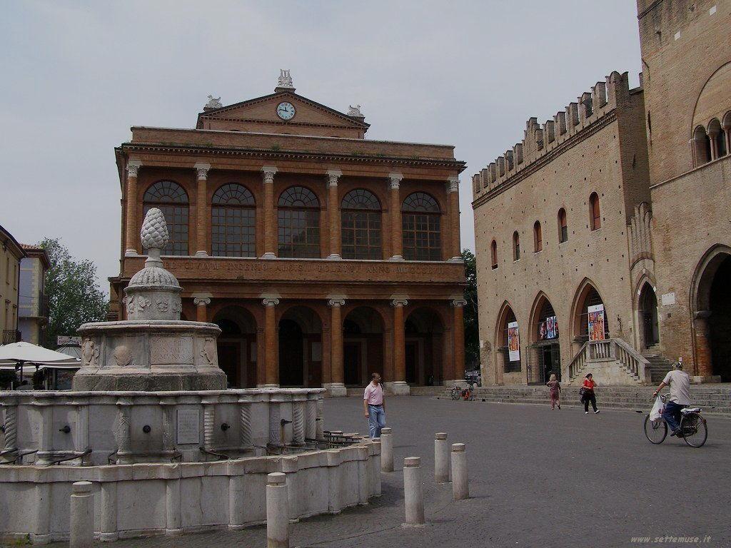 Rimini - Piazza tre Martiri 7