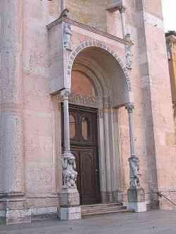 Piacenza Portale Laterale Duomo