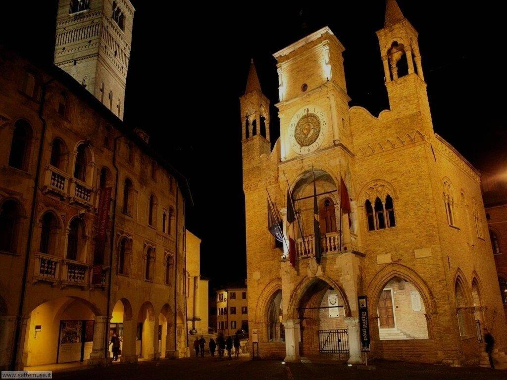 pordenone palazzo comunale di notte