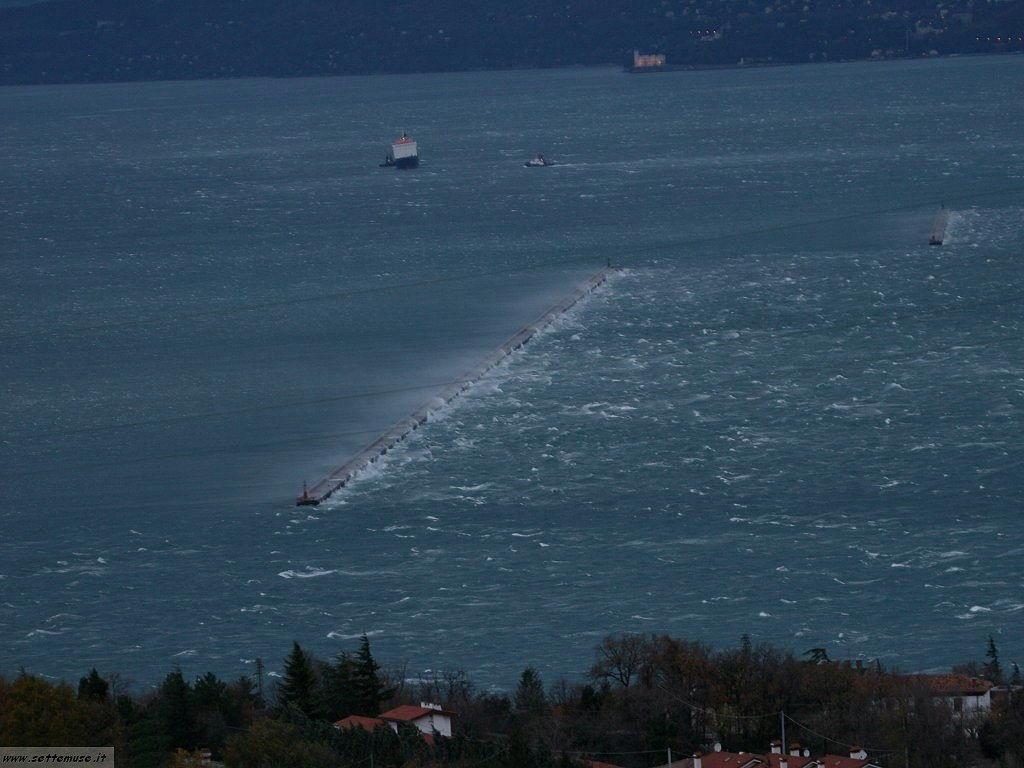 Trieste bora nel golfo 2