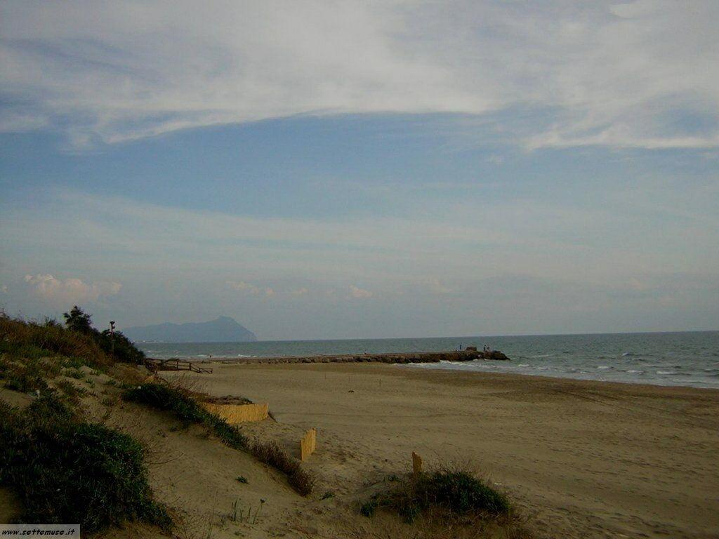 spiaggia e dune a Sabaudia