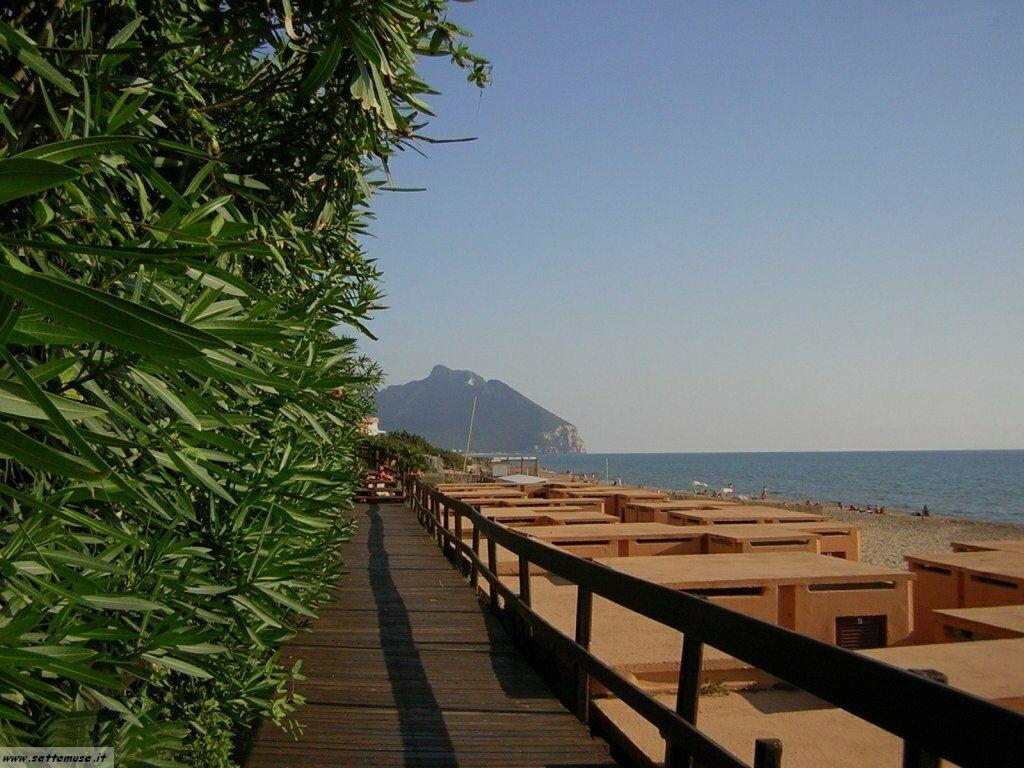 Sabaudia spiaggia e Monte Circeo guida e foto pag.3